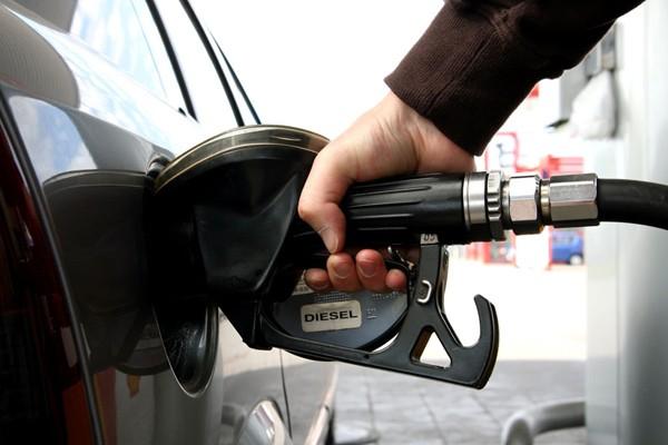 发改委征求油价改革意见 讨论设