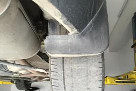 车不到一年由于车架原因导致轮胎磨损。