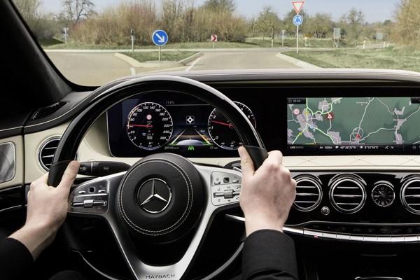 新款奔驰S级内饰官图 换用三辐式方向盘