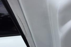 车门漆面出现裂痕