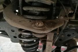 前轮两个减震器断了  发动机故障灯常亮