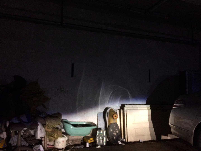 左右大灯都出现暗纹及颗粒及照射问题
