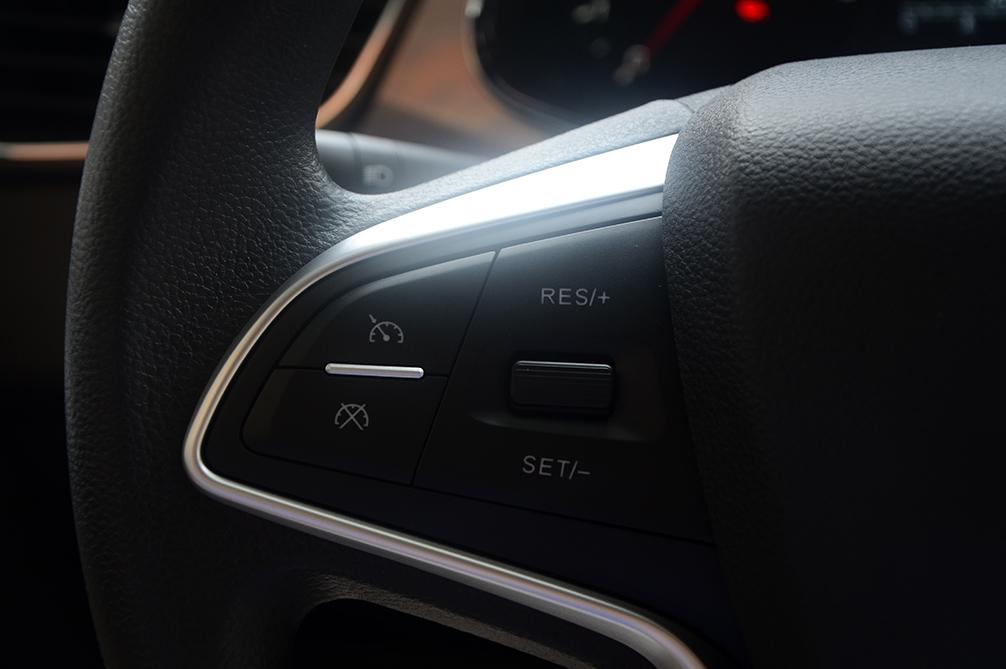 方向盘左侧功能键