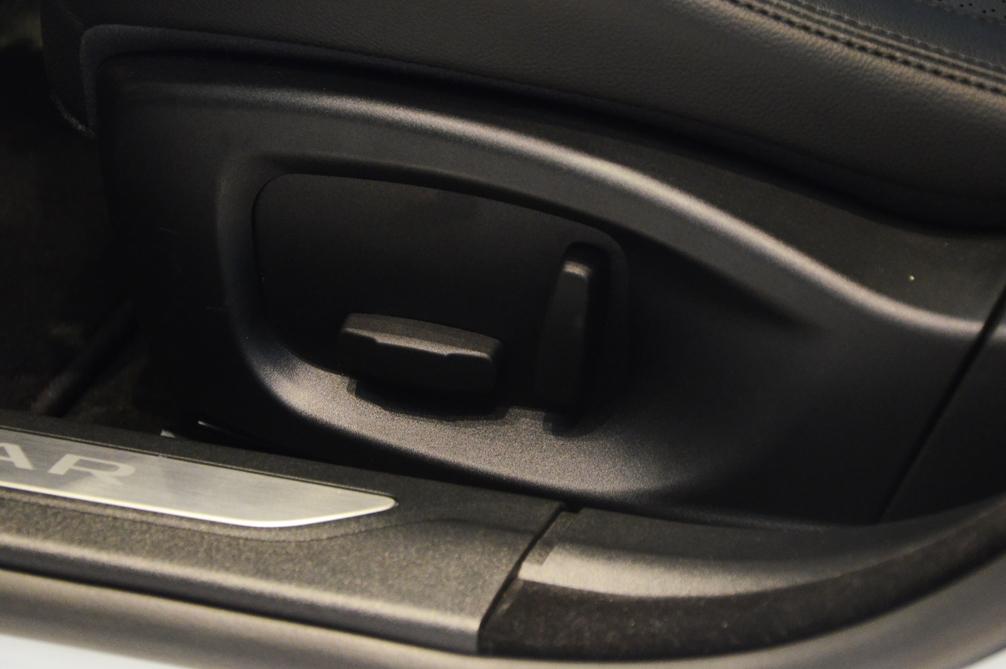 驾驶位座椅调节