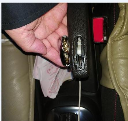 手刹按钮掉,材料问题,安全隐患!!