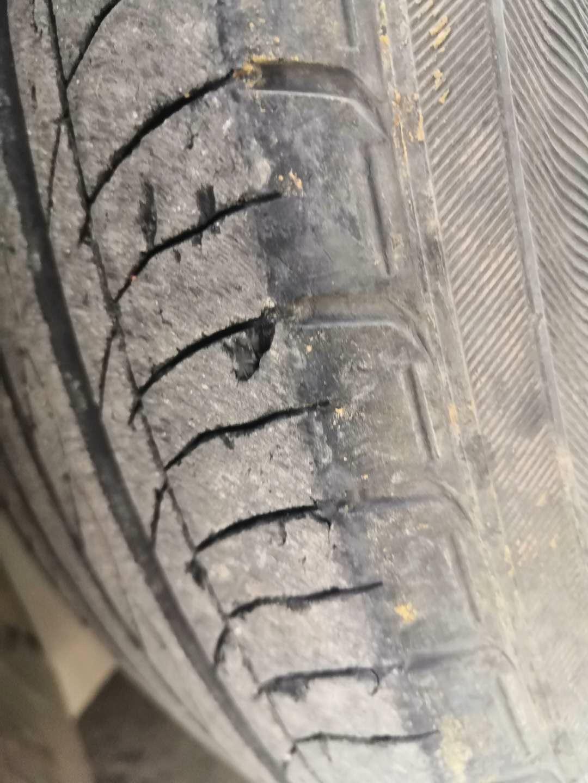 东风本田2016年思域自豪款轮胎严重掉肉