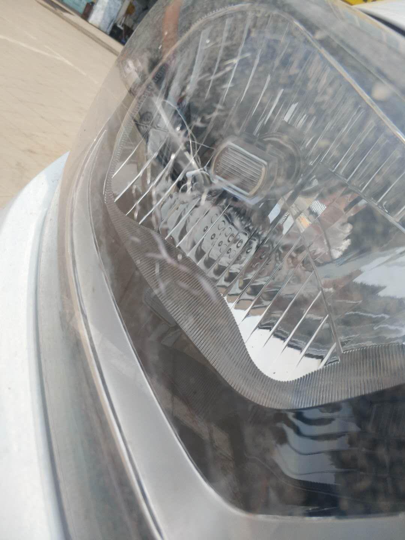 大灯灯罩自然破裂