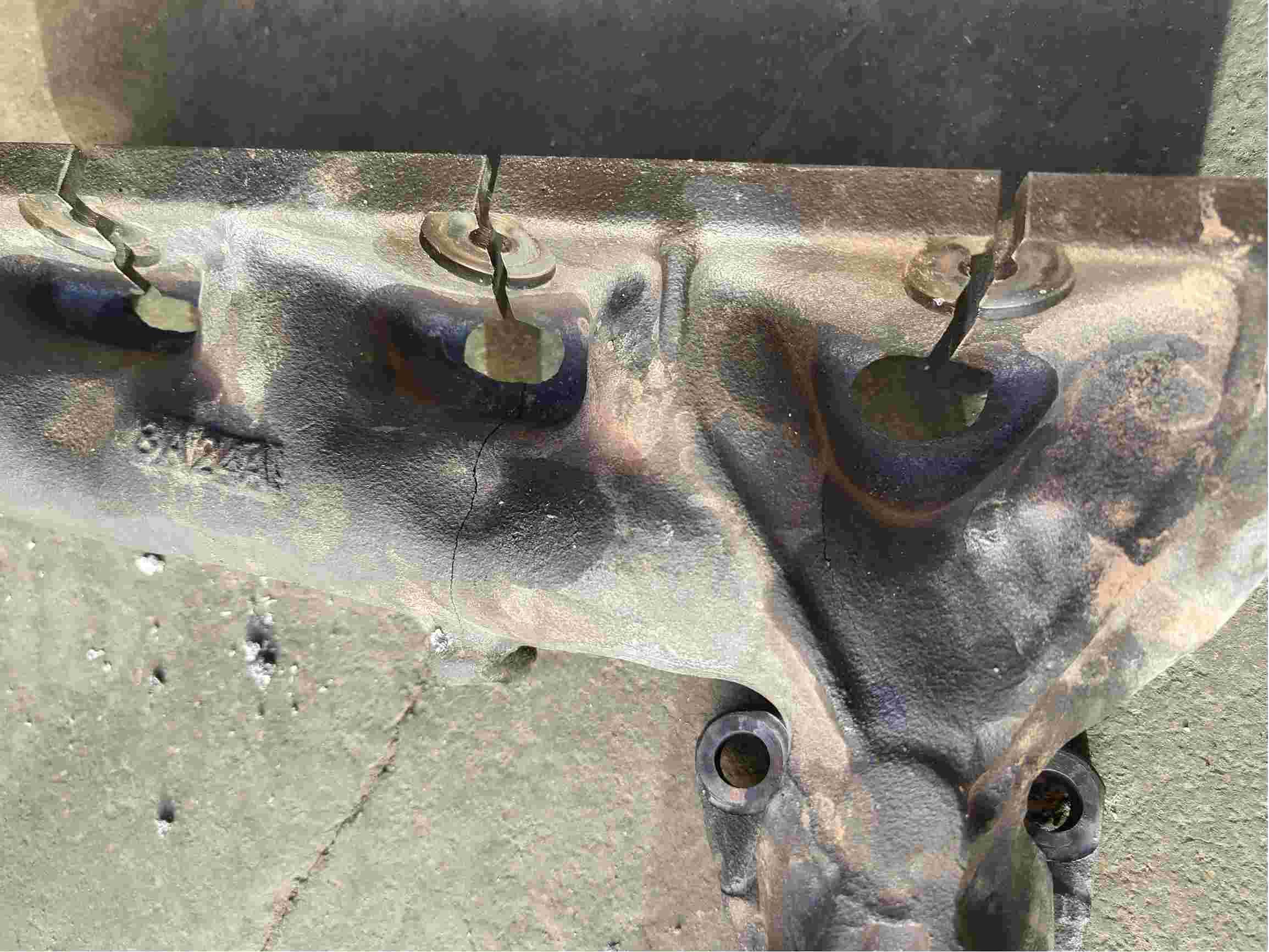排气管支架破裂,车身异响